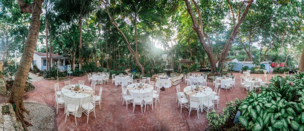 Cauley Square and Out of Box Weddings Team Up For  A Rustic and Romantic Wedding